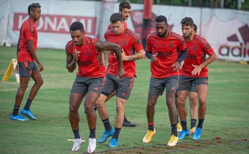 Time do CR do Flamengo treinando