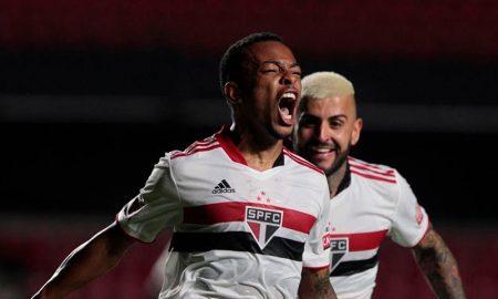 Jogadores do São Paulo comemorando