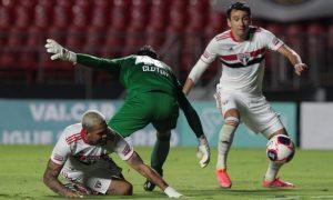 Pablo Felipe jogando pelo São Paulo contra o RB Bragantino
