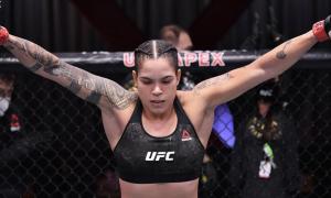 Amanda Nunes é campeã dupla do UFC