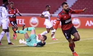 Gabigol comemora em LDU x Flamengo