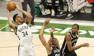 Giannis em Bucks x Nets pela NBA 2021