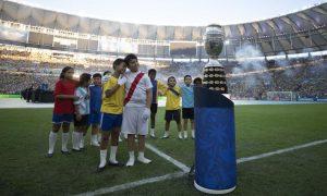 O troféu da Copa América no Maracanã