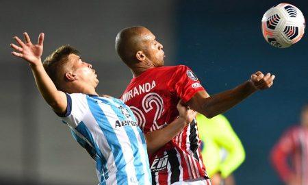 Lance de Racing x São Paulo pela Libertadores 2021