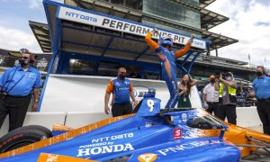 Scott Dixon comemora pole na Indy 500