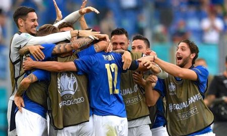 A seleção da Itália comemora vitória sobre País de Gales na Eurocopa 2021