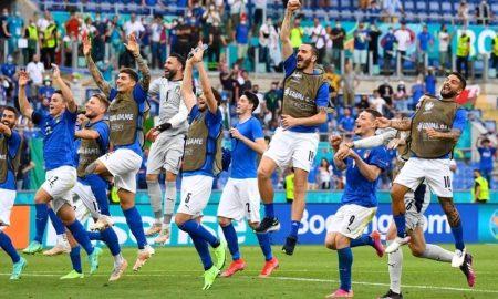 A seleção italiana comemora sua classificação para a fase eliminatória da Eurocopa 2021