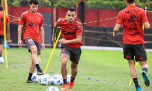 Flamengo treina para jogo em Curitiba