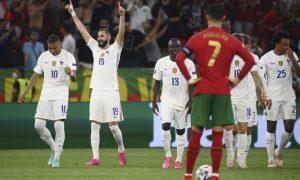 Benzema comemora um de seus gols em França 2 x 2 Portugal na Eurocopa 2021