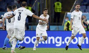 Itália comemora gol contra a Turquia