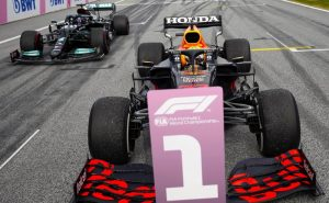 Max Verstappen (Red Bull) supera Lewis Hamilton (Mercedes) e vence o GP da Estíria