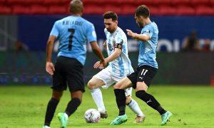 Messi, da Argentina, no duelo com o Uruguai na fase de grupos da Copa América 2021