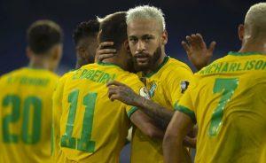 Neymar comemora um dos gols do Brasil na vitória sobre o Peru na Copa América 2021