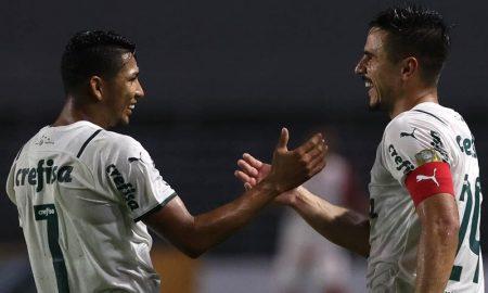 Rony e Willian após gol do Palmeiras