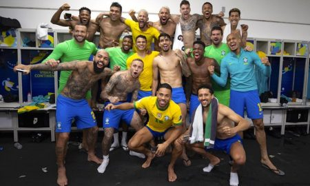 Jogadores da seleção brasileira comemoram a vitória sobre a Colômbia na Copa América 2021