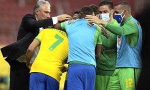 Tite e jogadores do Brasil comemoram