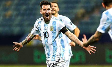Lionel Messi comemora seu gol em Argentina x Colômbia na Copa América 2021