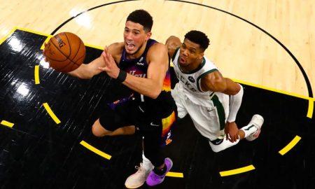 Devin Booker e Giannis Antetokounmpo no jogo 5 das finais da NBA 2021