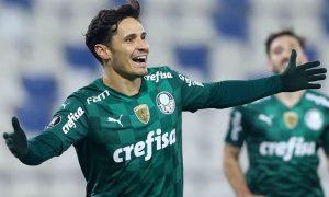 Raphael Veiga, jogador do Palmeiras, comemora gol na Libertadores 2021