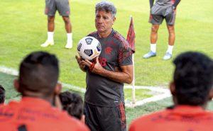 O técnico Renato Gaúcho comanda seu primeiro treino no CT do Flamengo antes do mata-mata da Libertadores 2021