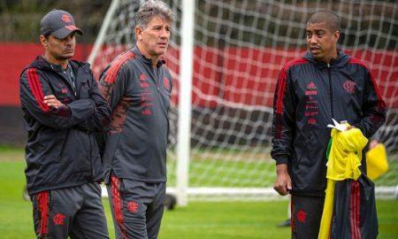 O técnico Renato Gaúcho comanda treino do Flamengo antes de partida da Copa do Brasil 2021