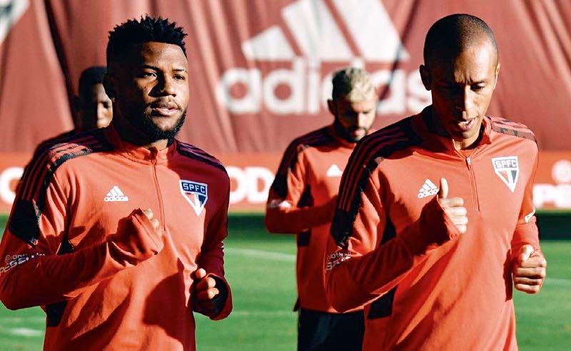 Luan e Miranda em treino do São Paulo para a próxima rodada do Brasileirão 2021