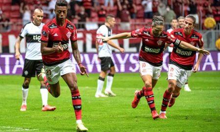 Bruno Henrique comemora gol na vitória do Flamengo sobre o Olimpia pela Libertadores 2021