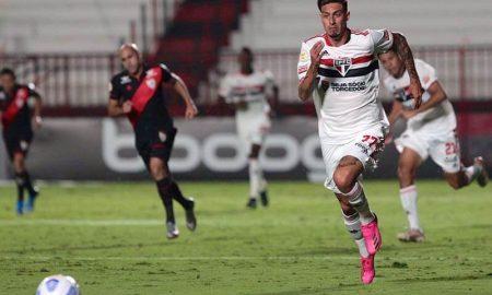 Rigoni em Atlético-GO x São Paulo no primeiro turno do Brasileirão 2021; o Dragão venceu o duelo