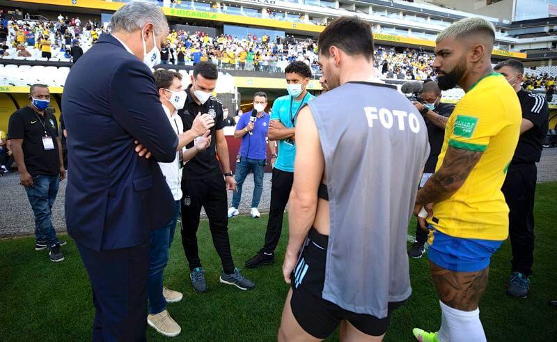 Tite, Messi e Gabigol após a interrupção de Brasil x Argentina nas Eliminatórias 2021