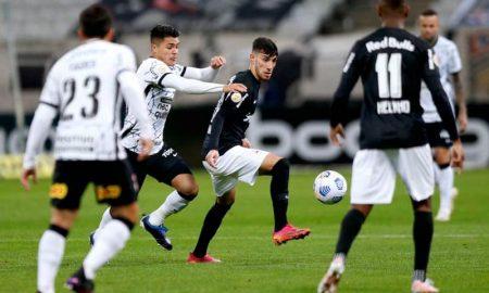 Lance de Corinthians x Bragantino, no primeiro turno do Brasileirão 2021