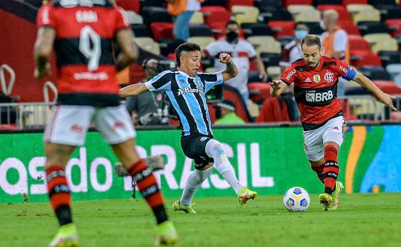 Everton Ribeiro no jogo Flamengo x Grêmio na Copa do Brasil; as equipes voltam a se enfrentar pelo Brasileirão 2021