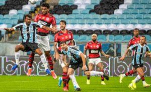 Lance de Grêmio x Flamengo, jogo de ida das quartas de final da Copa do Brasil 2021