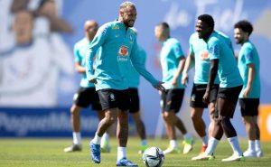 Neymar e Vinícius Júnior em treino da seleção para as Eliminatórias da Copa
