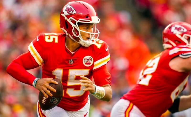 Patrick Mahomes, quarterback do Kansas City Chiefs, um dos favoritos da NFL em 2021