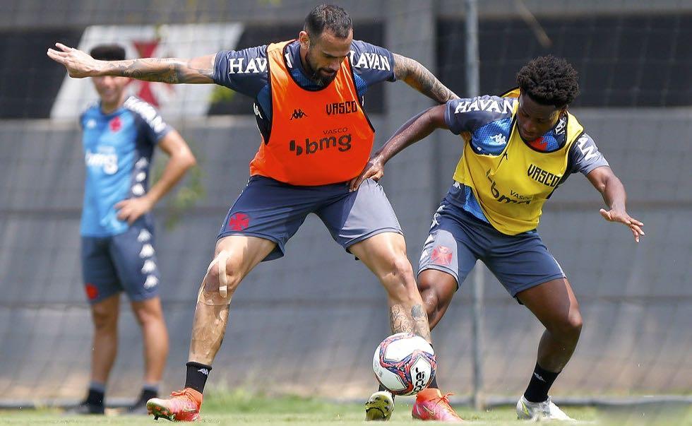 Vasco treina para o jogo contra o Goiás pela Série B do Brasileirão 2021