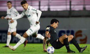 Lance de Bragantino x Palmeiras no primeiro turno do Brasileirão 2021