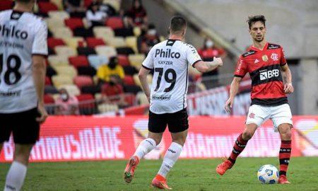 Flamengo x Athletico-PR no Brasileirão 2021; os clubes agora duelam na Copa do Brasil