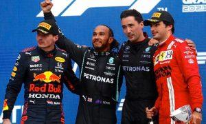 Pódio do GP da Rússia da Fórmula 1 2021, com Verstappen, Hamilton e Sainz