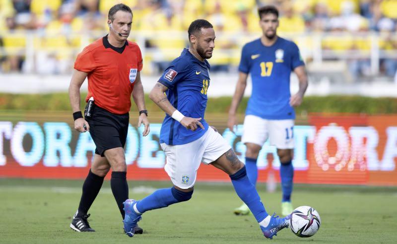 Neymar em lance de Colômbia x Brasil nas Eliminatórias